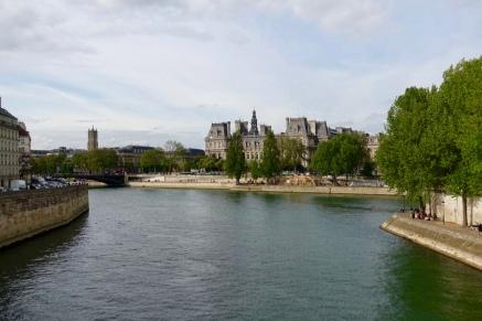 Hôtel de la Ville as seen from the bridge